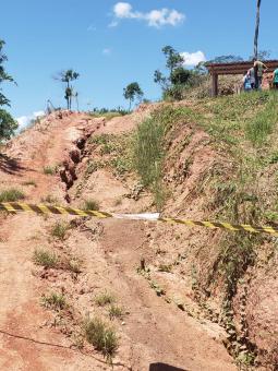Defesa Civil realiza interdição de área no Torrão de Ouro.