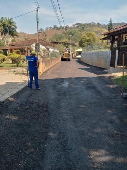 Mais um serviço de asfaltamento entregue no município.